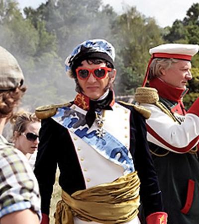 Любимец императора Александра I генерал Багратион (Марат Башаров) оказался гламурным типом.