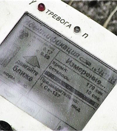 Дозиметр показывает радиационный фон в 17 микрорентген в час. Нормальным фоном считается - 25 микрорентген.