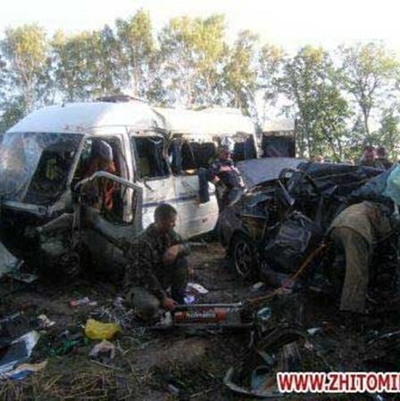 Один человек погиб и 14 – пострадали.