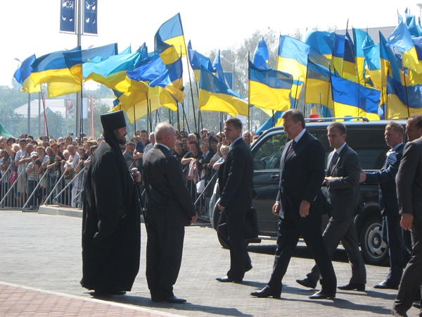 Виктор Янукович прибыл на церемонию открытия терминала