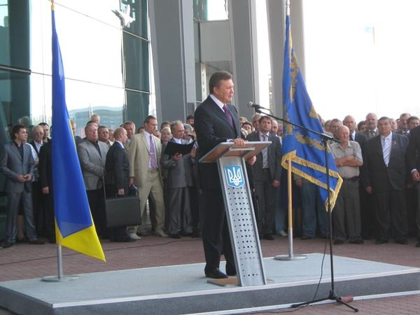 Президент Украины с торжественной речью