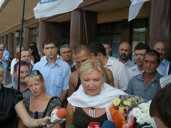 Светлана Фабрикант дает интервью журналистам