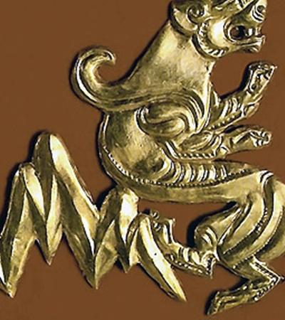 Каждый турист на руинах древних городищ мечтает найти сокровища. Но попадаются в основном кости да обломки керамики. Бронзовая побрякушка - большая удача. А скифское золото чаще всего уже растащили мародеры.