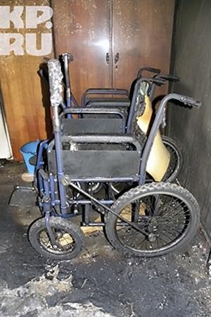 В соседней комнате жили инвалиды. Они погибли.