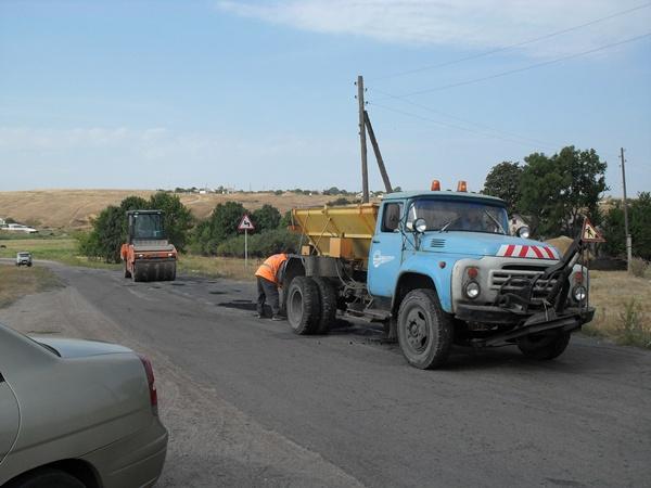 На следующий день после трагедии появились дорожники и начали ремонтировать...