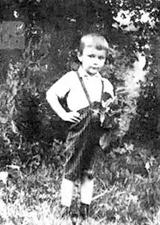 Одно из редких фото будущего президента. Вите на нем - 3 года.