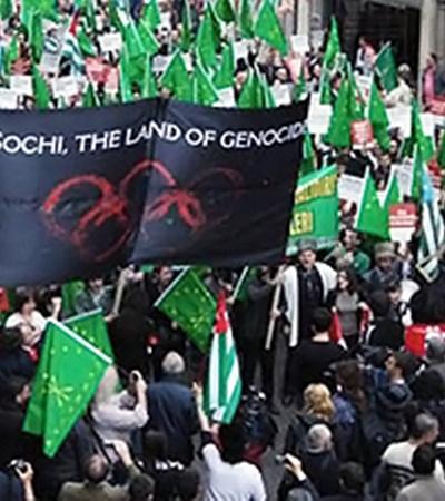 Митинг за создание Великой Черкесии, организованный в Турции (на плакате надпись: «Сочи - земля геноцида»).