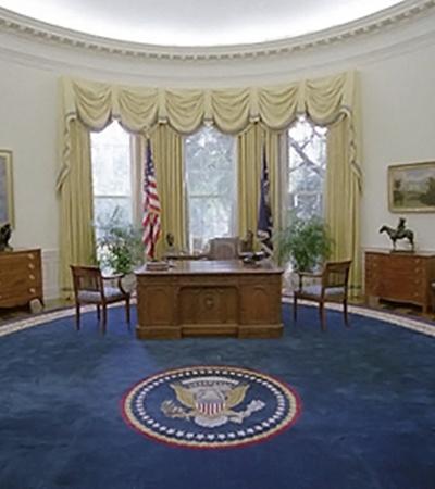1993-й год, за рабочим столом заседает уже Билл Клинтон.