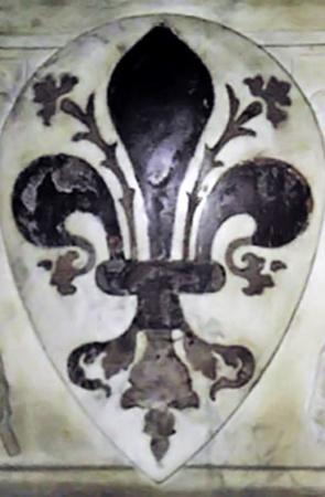 Драгоценная брошь в виде лилии, знака французского королевского двора, была похищена у вдовы писателя.