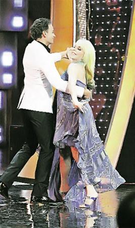 Вероника исполнила по-латиноамерикански зажигательный танец с Александром Олешко.