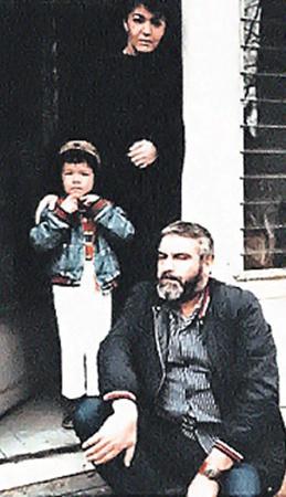 Сергей Довлатов, его жена Елена и их сын Коля в гостях у нью-йоркского издателя Игоря Ефимова.