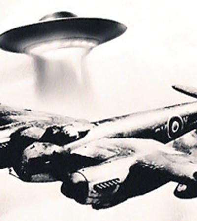 «Летающая тарелка» сопровождала разведывательный самолет Королевских ВВС, который возвращался из Франции.