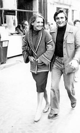 Людмилу Шкуркину называють первой любовью Владимира Ивасюка. Она, как и он, жила в городе Кицмань. Теплые отношения с Владимиром они поддерживали на протяжении всей жизни.
