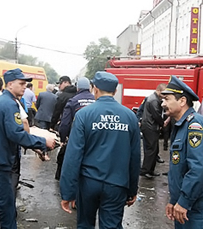На место ЧП сразу же выехали медики, спасатели и силовики.