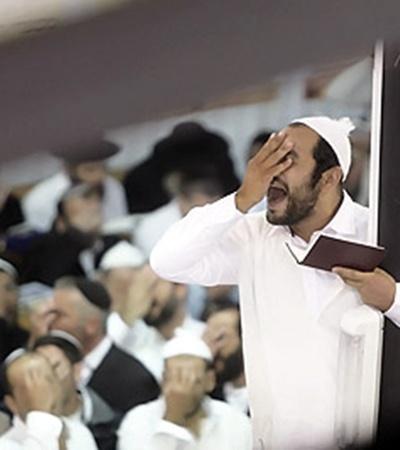Рош-а-Шана - праздник коллективный: своего апогея он достигает во время общей молитвы паломников на могиле цадика (пророка) Нахмана.