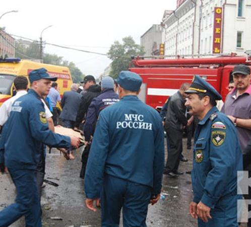На место ЧП сразу же выехали медики, спасатели и силовики. Фото: Владимир Иванов.
