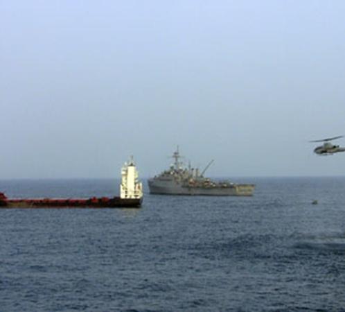 Начало операции - с неба военных поддерживают вертолеты.