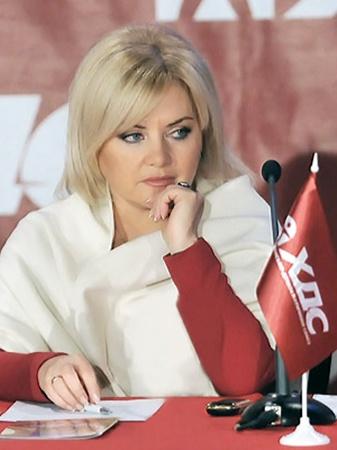 Народный депутат, членКоллегии ХДС ОксанаБилозир выступает заевроинтеграцию.