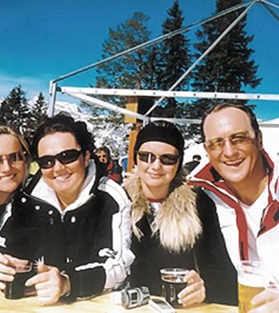 Министр МВД Юрий Кравченко с женой Татьяной и дочерьми Ириной и Еленой на отдыхе в Альпах.