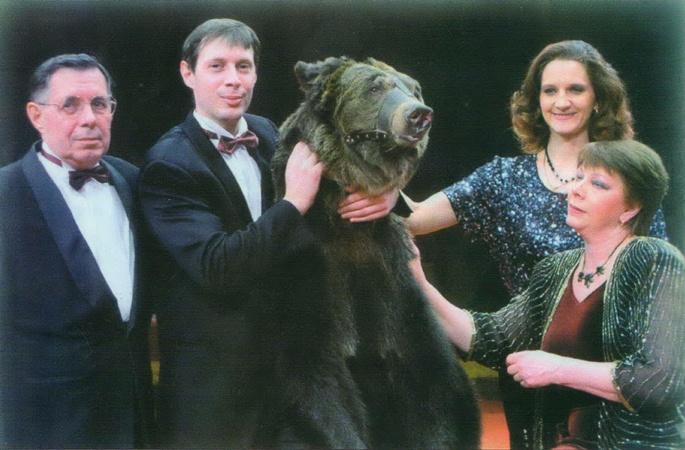 В семейном номере Яровых участвуют медведи.