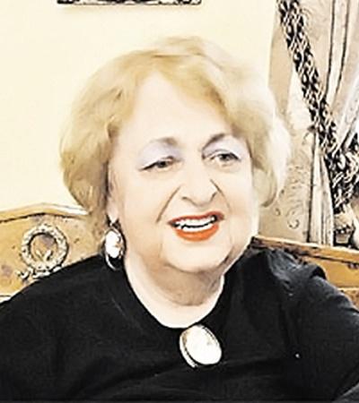 Дрессировщица Наталья Дурова выбирала старинные драгоценные изделия.