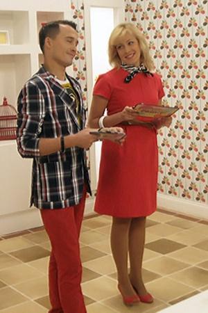 Ведущие проекта - «квартальцы» Елена Кравец и Денис Манжосов.