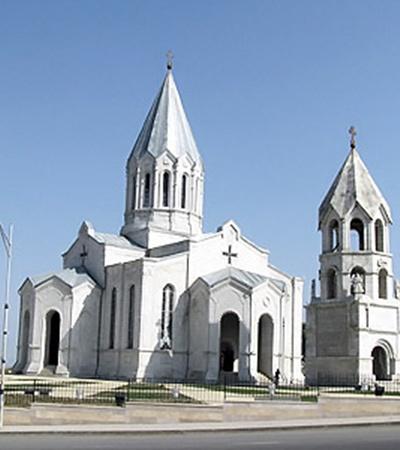 Во время войны азербайджанцы прятали в соборе Святого Христа Спасителя свое оружие, зная, что армяне не станут бомбить храм.