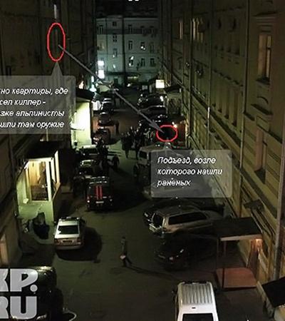 Схема преступления - красными кружками обведены место, где нашли раненых и окно, из которого стрелял киллер огонь. Серая стрелка - траектория выстрела.