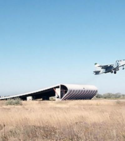 Начиная с 2007 года Украина стала перекрывать кислород российским летчикам. Понимая, что альтернативы для тренировок у тех нет, подняли арендную плату с 500 тысяч долларов до двух миллионов. Теперь все по-другому.
