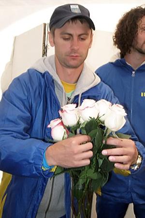 …а Гончаров получал в подарок белые розы.