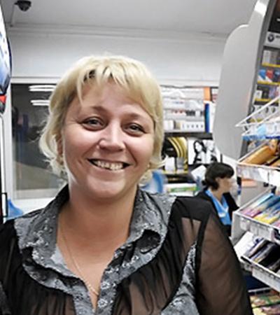Украинка Оксана, директор местного магазина, регулярно ездит навестить родных в Кременчуг.