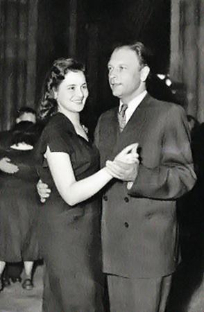 1948 год. Леонид Котляренко с женой на вечеринке.