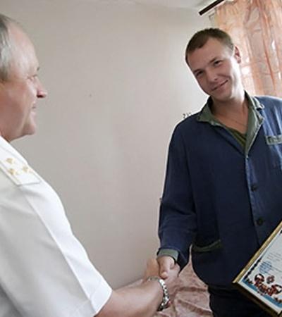 Иван Крячко получил награду прямо в больничной палате.