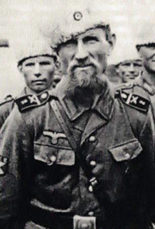 Типичный коллаборационист в казацком обличье.