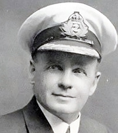 Второй помощник капитана Чарльз Лайтоллер молчал до самой смерти, чтобы не превратиться из героя в виновника трагедии.