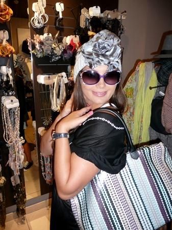 Галлина во время шоппинга, как человек творческий, примеряет совершенно разные образы