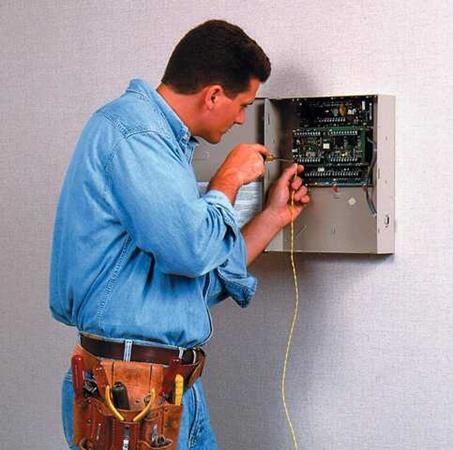 Хорошо, когда электрик не только профессионал, но и воспитанный человек. Фото с сайта www.ktmn.kgn.ru