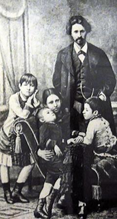Илья Репин с женой и детьми. Фото 1882 года.