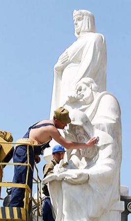 Отремонтируют памятники и восстановят довоенные фонтаны.