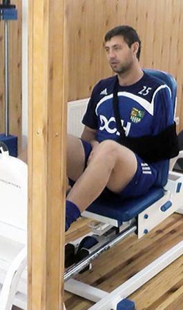 Рыкун после «полета» еще долго разрабатывал поврежденную руку и корпел в тренажерном зале.