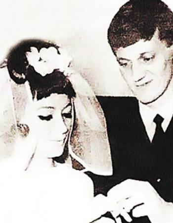 О каждом из своих мужей Алла Пугачева может сказать добрые слова. Свадебные фото: с Орбакасом...