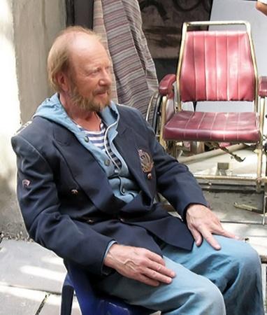 Тильс в исполнении Филозова перекочевал в сюжет фильма из рассказа «Комендант порта».