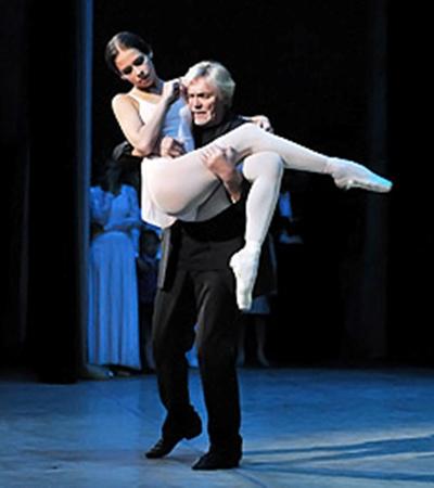 Владимир Васильев лихо станцевал на сцене балетную партию под Шопена.