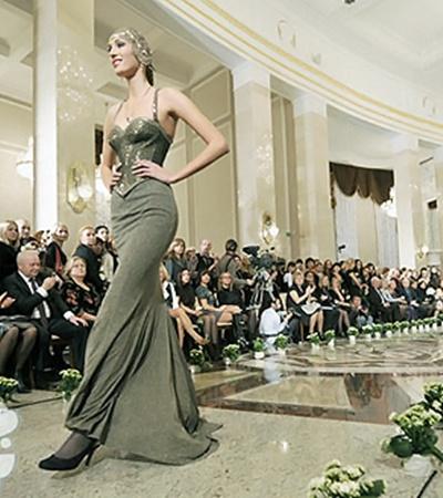 Показ российского кутюрье Славы Зайцева на Неделе моды Беларуси.
