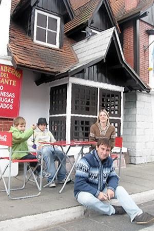 ...а Манценко посидели на террасе местного кафе.