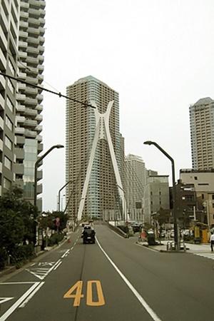 На улицах Токио пробок нет.