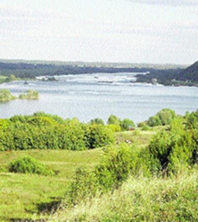 Далеко сияют розовые степи, Широко синеет тихая река...