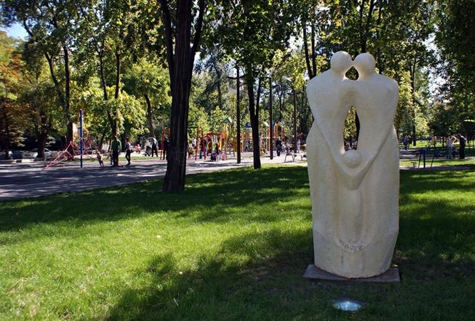 Парковая зона сквера Ленина стала маленьким оазисом в центре города.
