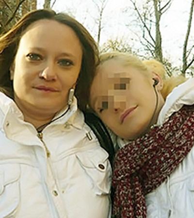 Не верится, но еще недавно дочурка прижималась к маме для фото. Лилия называла Таню