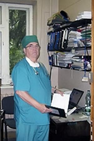 Завотделением реанимации Черновицкой областной больницы Аурел Руснак: - Шансов выжить у Карины не было.